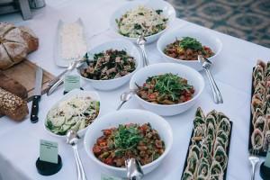 Die Hauptmahlzeiten sollten leicht und frisch sein.